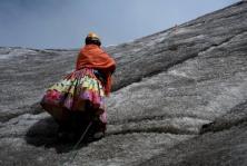 An Aymara indigenous woman practises climbing on the Huayna Potosi mountain, Bolivia April 6, 2016. REUTERS/David Mercado